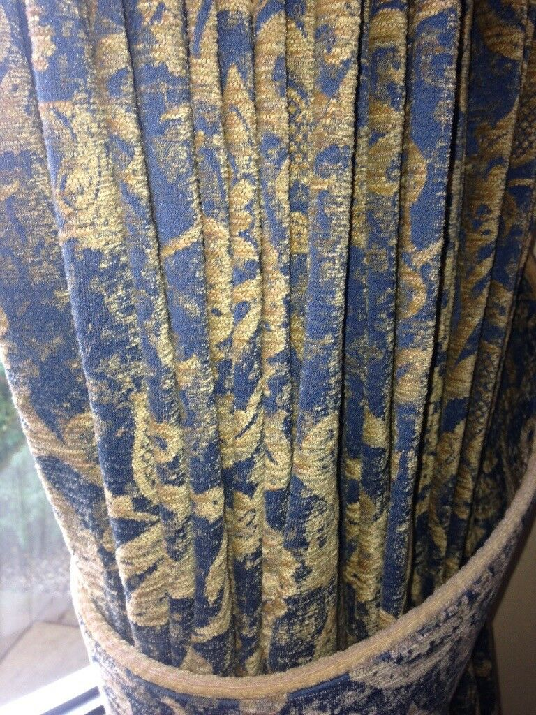 Heavyweight, traditional curtains