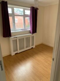Amazing 3 Bedrooms Property to Rent on Commonside East in Mitcham CR4