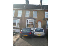 ROOM AVAILABLE NOW IN VERY NICE SHARED HOUSE IN BOWER STREET MAIDSTONE SUITABLE FOR STUDENT
