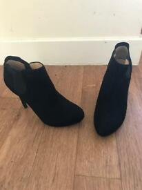 Womans guess boots size 5.5 new