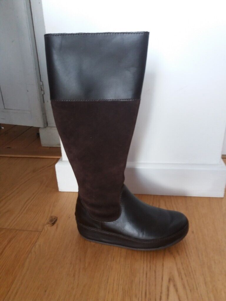 b218e4ba607 Ladies Fitflop knee high chocolate boots. Size 38 5
