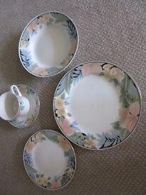 Part tea-set 10 cups, 10 saucers, 4 bowls, 3 dinner plates, 8 side plates