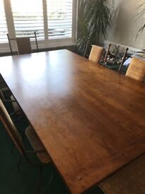 Dining room table with 6 matching chairs, 2 are carvers