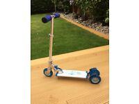 Blue ozbozz light up scooter £10