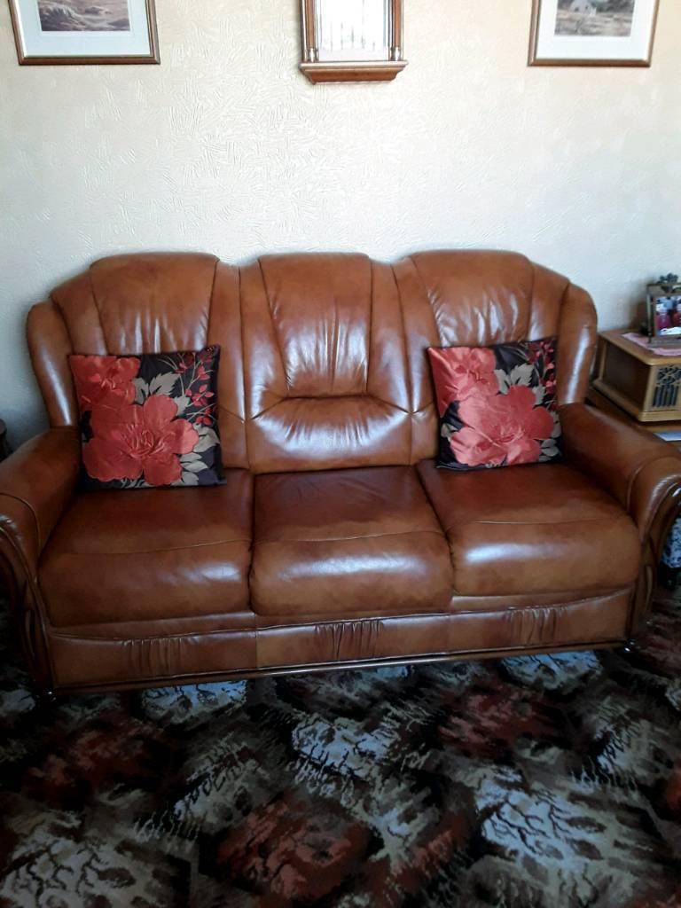 3 piece suite & recliner chair