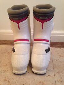 Ski boots . Size 6
