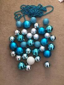 Baubles and bead set
