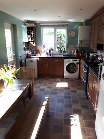 Two double rooms for SHORT let in lovely family home