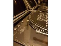 ***With Video*** 2xHi Torque Stanton STR8-150 Turntables and cases -( Technics 1210 rival)
