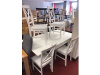 White extendable Table and 6 wooden white chairs