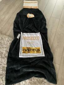 Prosecco snuggle blanket *New