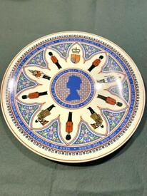 """WEDGWOOD 1977 Silver Jubilee GUARDS Commemorative 10"""" Plate Collectors IMMACULATE, As New"""