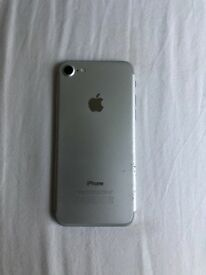 Unlocked iPhone 7 Silver 32GB Good Condition in Box with Brand New Earphones