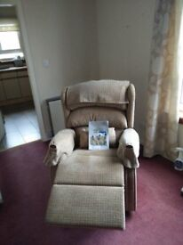 Celebrity Riser Recliner Chair in very good condition