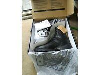 Magnum boots brand new never worn