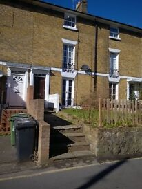 Maidstone Converted studio flat close to Town centre