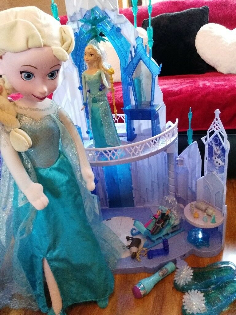 Disney Frozen Ice Palace with lots of extras.