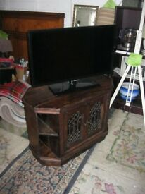 ORNATE SOLID PINE TV STAND OR FISH TANK STAND. VERY STURDY. VIEWING / DELIVERY AVAILABLE