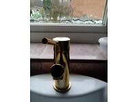 complete shower enclosure &tray 900x 900 all gold fittings +bassin tap all to go as one