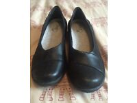 SALE: CLARKS SIZE 4 1/2 CLOUD STEPPERS WOMENS BLACK SHOES FLATS AS NEW, EXCELLENT CONDITION