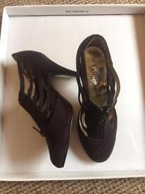 Women's heels UK3