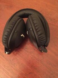 Marshall headphones with case