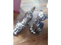 2 cat ornaments