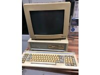 Amstrad 1640 vintage computer with keyboard. Parts only