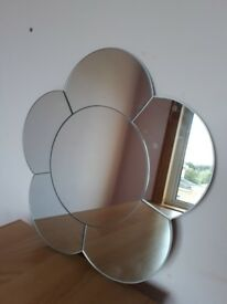 Daisy shaped mirror