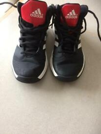 Trainers size 4