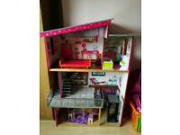 Large dolls house, fab condition
