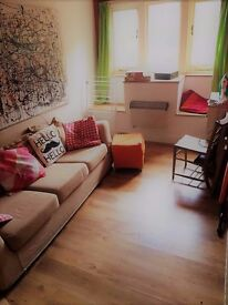 Fully furnished Double room available to share in SOCIABLE GAY FRIENDLY HOUSE........