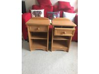 2 Bedside Cabinets in Solid Msple