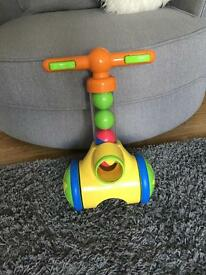 Tomy pic n pop ball thrower