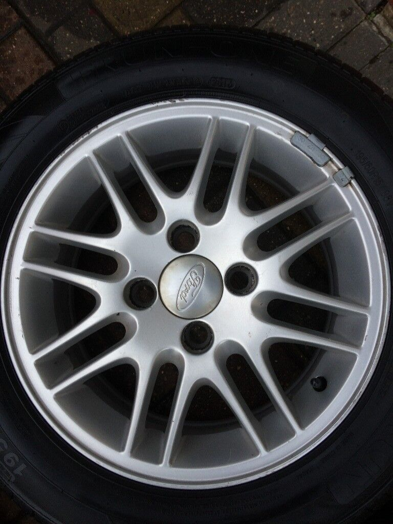 tyres x 4 195/60/15 alloy wheel for focus you can have free