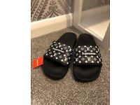 Supreme Slidders Slippers Sandals Black/White Size 5UK