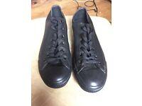 UNISEX Leather black converse size uk 8