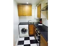 LARGE STUDIO (SEPARATE KITCHEN) TO RENT IN ILFORD £825PCM (ALL BILLS INCLUDED) CLOSE TO ILFORD ST