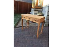 Solid Oak Console Table in Excellent Condition,