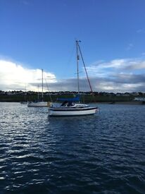 22ft Yacht with Electric Start Mariner Outboard (Nearly New) - Newbridge Venturer Bilge Keel