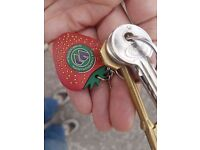 Keys found on meadows, strawberry wimbeldon keyring