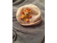 Cream fleece giraffe in my pocket hat age 6