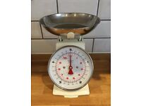Cream Kitchen Scales (Vintage style)
