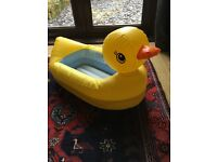 DUCK BATHTUB - INFLATABLE GREAT FOR TRAVELLING - MUNCHKIN BRAND