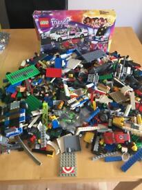 A LOVELY BIG BUNDLE OF LEGO AND ACCESSORIES IN EXCELLENT CONDITION