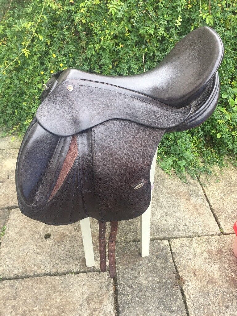 Solution Smart Pro Jump Treeless Saddle, Size 4, Brown