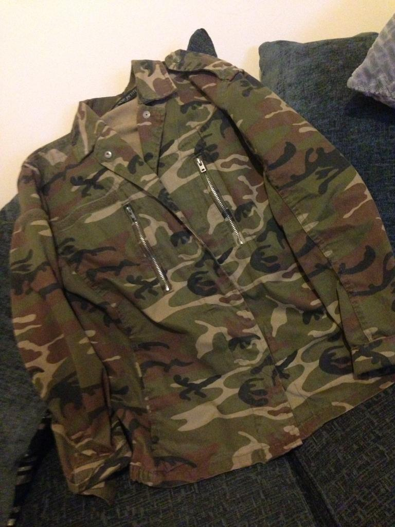 TOPSHOP woman's petite size 10 thick jacket.