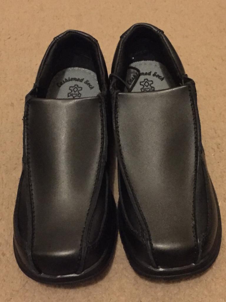 ( NEW ) M&S boy shoes size 13