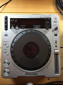 Pioneed CDJ800 Mk2 Deck CD Player With Second Player For Spares.