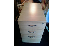 3 drawers unit